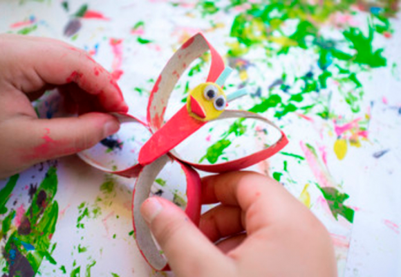 Trucos para que los niños realicen manualidades de goma eva originales y sencillas